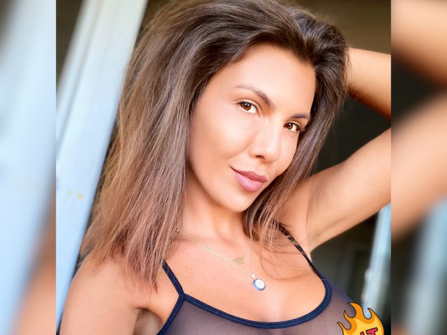 Sexy webcam show met HellenCharm