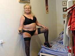 Sexy webcam show met grannyneeds