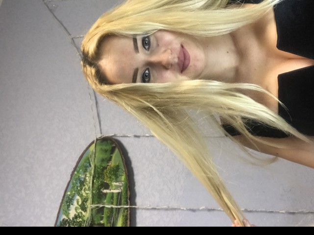 IAMHOTBLONDE free sexy photo