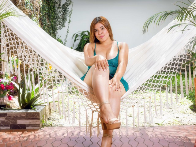 NIIKKYSIMS free sexy photo