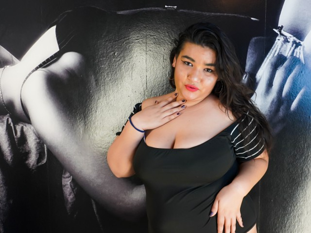 Webcam model SashaLyons from XCams