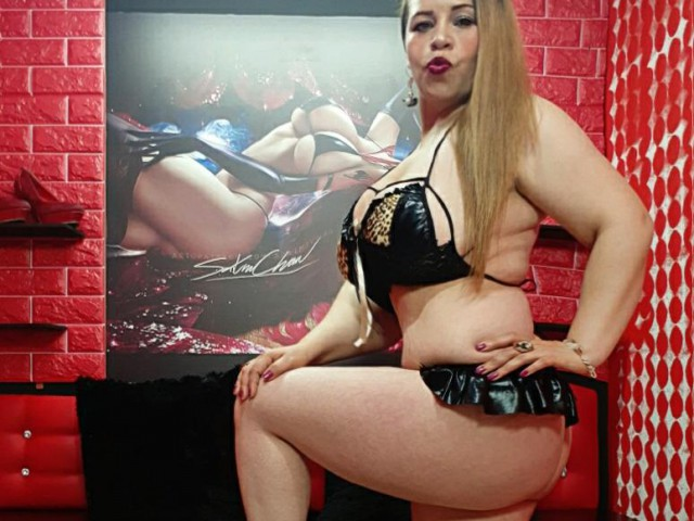 Webcam model LadyMilfCaro from XCams