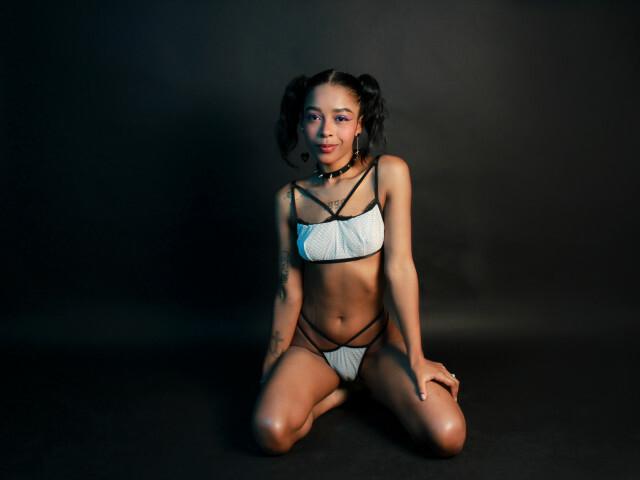EMILYKEEN free sexy photo