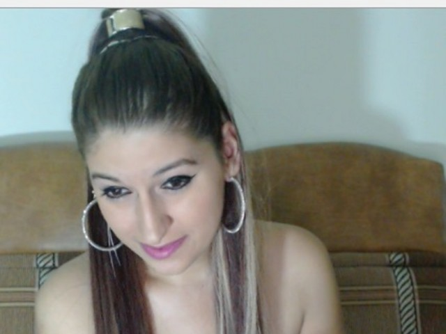 Webcam model raisha from XCams