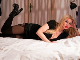 Sexy webcam show met BlondeSuri
