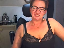 You want online sex with Sarah (woman)? Click on this horny picture to have sex with Sarah (39 jahr)