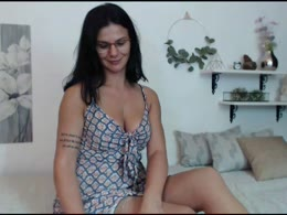 nicolle25 is now online