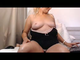 LadyJanyne is now online